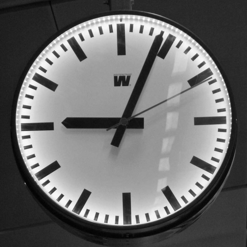 Constant Time (brandsvig) Tags  bw station time w railway ur tid triangeln  klocka 19e03931137ca