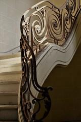 Le temps qui monte (Meculda) Tags: lumire chteau escalier fer rouille forg