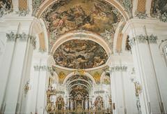 IMG-7622-16-Bea-Bea-Bea-Bea-2 (Martin Simmler) Tags: stgallen weltkulturerbe kathedrale kloster altstadt erker stickerei