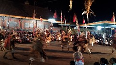 Pura Kedisan October 2015 (scinta1) Tags: people bali men temple lights dance women village traditional balance kampung pura sarong trance kebaya carrying traditionaldress lakebatur barong offerings danaubatur kamen balinese kintamani desa gunungbatur mountbatur kedisan baturbaguscottage permangku