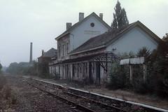 Station Fontaine-l'vque (Tim Boric) Tags: station gare derelict nmbs vervallen sncb fontainelvque ligne112 lijn112