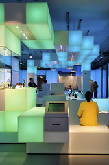 De KPN winkel in centrum Den Haag (Gies!) Tags: shop design interior den s hague winkel kpn haag telecom the gravenhage