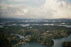 Guatap (georgyanabui) Tags: naturaleza colombia lagos kolumbien guatap