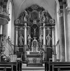 (case-ie) Tags: film church mediumformat blackwhite interior baroque romanesque