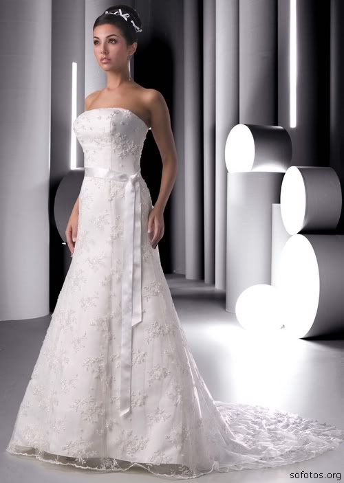 Vestido de noiva tomara que caia com renda