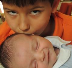 Anglų lietuvių žodynas. Žodis brotherly love reiškia broliškų meilės lietuviškai.