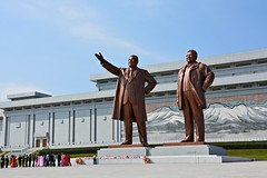 Mansudae Grand Monument (dabananabunch) Tags: monument statue bronze big nikon kim propaganda north large gimp grand korea du il communism korean huge tall vr nord afs jong dx pyongyang core sung koreanisch dprk f3556g nordkorea  mansudae  18105mm   pjngjang d5200