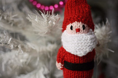 Santa (Jaime Carter) Tags: santa christmas xmas pink red newzealand white tree squirrel handmade hamilton decoration christmastree garland waikato knitted jaimewalsh jaimecarter