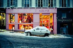 Antoine & Lili (Alimage) Tags: winter orange snow paris france yellow shop night jaune dark magasin lumire hiver montmartre boutique neige soir lili peugeot antoine 205 antoinelili