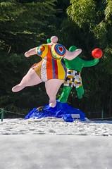Les Baigneuses et la neige (jeanmichelchuiche) Tags: suisse sculptures valais nikidesaintphalle martigny