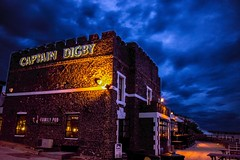 Lonely pub stands in front of a moody sky (Tiffany - Angle Eaton) Tags: uk longexposure travel england sky night canon dark evening kent pub moody may culture pubs seafront amateur evenings broadstairs kingsgate 2016 1200d officialcanon