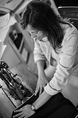 El tiempo entre costuras (caloga) Tags: girl sewing machine singer hilo cosiendo