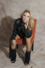 Lucia Pineda (francoisjosephberger) Tags: light woman luz smile fashion shirt mujer model chair nikon shoes photographer body zapatos silla shorts sonrisa fotografia nikkor lenses fotografo d800 camisa cuerpo modelaje femenine femenina peoople photopgraphy