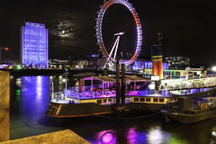 Pier - Embarcadero (Andoni Fernndez photography) Tags: uk travel england london night reflections lights boat streetphotography londoneye streetshot tamesis