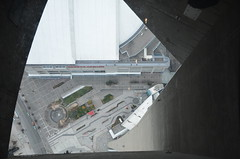 Thrilling yes, but there is not much you can see from the glass floor (oldandsolo) Tags: canada ontario toronto torontocity lakeontario aerialview cbd torontofinancialdistrict cntower telecommunicationstower observationdeck observationpod indoors viewingwindows lobby viewingdeck skypod glassfloor