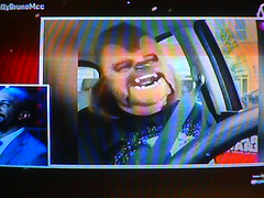 MCC News (Mujer con máscara de Chewbacca riendo) (hernánpatriciovegaberardi (1)) Tags: red news de mujer humor jajajaja sa hahahaha discovery llc con mcc chewbacca laughs mega bethia networks máscara riendo risas compañía 2016 comunications televisiva morandé megavisión mimega mccestelar mccnews kattybrunomcc