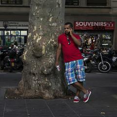Souvenirs (Julio Lpez Saguar) Tags: juliolpezsaguar barcelona espaa spain calle street urbano urban gente people ramblas