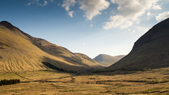 The Horseshoe Curve (Joe Dunckley) Tags: uk bridge mountain landscape scotland highlands railway viaduct valley stirlingshire tyndrum westhighlands horseshoecurve bridgeoforchy westhighlandline beinndorain westhighlandrailway alltkinglass beinnachaiseil