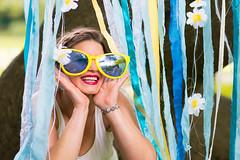 Junggesellinnenabschied III (Christian Doelz Fotografie) Tags: party sexy bayern deutschland blumen gelb lustig brille blau augen frau fest mdchen schoen abschied bunt spass augsburg gruppe frauen freude junggesellinnenabschied kette feier braut schn arme weiber schrill jga hpsch