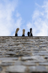 Free. (louisverplancken) Tags: street city light sky urban feet up wall composition canon photography foot eos 50mm belgium belgique free minimal simplicity 7d stm minimalism f18 simple mkii namur namen