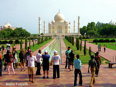 India: Agra: Taj Mahal (mariofalcetti) Tags: people india monument town monumento tajmahal agra persone citt