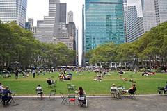 Lunchtime at Bryant Park, Manhattan, New York (trphotoguy) Tags: park ny newyork manhattan newyorkpubliclibrary bryantpark urbanpark midtownmanhattan