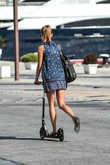 Y con patinete ... (ibzsierra) Tags: ibiza eivissa baleares canon 7d puerto mujer woman port patinete 100400isusm paseo