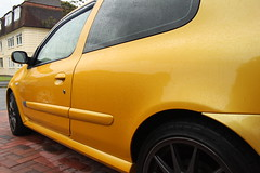 LY 182 Beading 2 (AcidicDavey) Tags: yellow clio renault liquid 182 renaultsport
