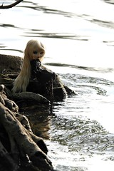 Lakeside (Elin's dolls) Tags: camera blue red summer sun lake black tree cute love feet water beautiful beauty smile make up hair felicia eyes eyecontact sitting dress lace side makeup samsung melissa lips lakeside stocks wig blonde smokey pullip felicity elianne rewigged