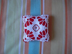 Alfineteiro de Crochê  - Pincushion (Eun Wa) Tags: handmade crochet artesanato pillow pincushion almofada linha crochê feitoamão alfineteiro alfineteirodecrochê
