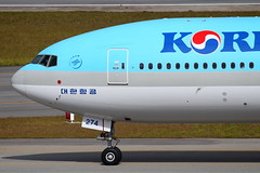 Korean Air | JBoeing 777-300ER @ GRU (Aidan Formigoni) Tags: brazil brasil plane canon airplane rebel airport sopaulo aircraft aviation aeroporto korean boeing avio 777 spotting aviao guarulhos gru 773 koreanair 777300 t4i sbgr canont4i