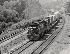 Ex-PRR mainline in Westmoreland County, Pennsylvania, 1976 (Ivan S. Abrams) Tags: blackandwhite newcastle pittsburgh butler bo ge prr ble conrail alco milw emd ple 2102 chessiesystem westmorelandcounty 4070 bessemerandlakeerie steamtours pittsburghandlakeerie ivansabrams eidenau steamlocomtives ustrainsfromthe1960sand1970s