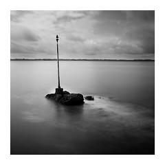 Lomener (Punkrocker*) Tags: longexposure sea bw mer digital landscape 50mm nikon brittany bretagne nb nikkor paysage morbihan 5018 afd poselente d700 lomener paysdelorient