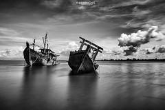 stranded (Azam Alwi) Tags: longexposure bw seascape beach landscape boat slowshutter stranded sabah fishermanboat kualapenyu vision:mountain=0537 vision:sky=0938 vision:clouds=0835 kualapenyusabah