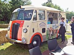 387 Morris Commercial PV Ice Cream Van (1953) - Beachdean (robertknight16) Tags: icecream 1950s british morris van morriscommercial beachdean beachdeanmotorsports