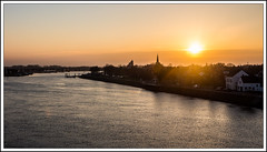 Wessem - de Maas (Tom Pierik) Tags: sun water river village nederland maas zon dorp nightfall limburg rivier avondzon ondergaandezon wessem