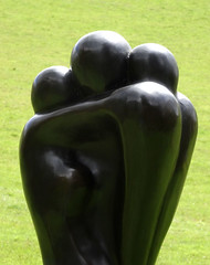 A Family Hug (flosspot) Tags: family statue hug embrace pashleymanorgardens lynettecoates sonyhx50