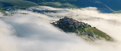 Castelluccio di norcia (A.Gutkin) Tags: italy umbria mountain mist sunrise elitegalleryaoi bestcapturesaoi