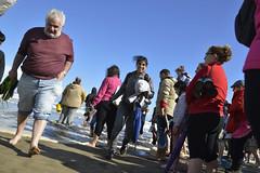 La huida (Dechucho) Tags: people espaa beach andaluca spain sand waves huelva playa personas arena olas ayamonte islacanela puntadelmoral