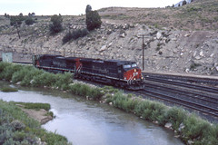 Southern Pacific AC4400CW #298 heads east at Kyune Pass Road  UT on 7-17-96 (LE_Irvin) Tags: southernpacific ac4400cw kyunepassrdut