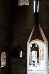 Ferrara: Castello Estense (Anita Pravits) Tags: italien italy castle italia drawbridge ferrara middleages burg emiliaromagna mittelalter castelloestense kastell castellum zugbrcke