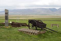 Glaumbr, Iceland (Tiphaine Rolland) Tags: house mountain grass montagne iceland nikon 1855mm 1855 cart maison turf herbe islande 2016 charrette tourbe glaumbr d3000 nikond3000