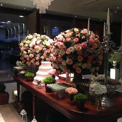 Samyr Buffet (Terumi Flores e Decoraes) Tags: lounge casamento decorao debutante samyr terumi arranjofloral mesadedoces arvorefrancesa samyrbuffet terumiflores