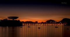 Na Praia da Boa Viagem - Niteri - Rio de Janeiro (mariohowat) Tags: brazil brasil riodejaneiro sunrise mac natureza noturna alvorada amanhecer noturnas longaexposio nascerdosol museudeartecontempornea praiadaboaviagem praiasdoriodejaneiro