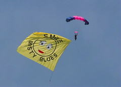 Vero Beach Airshow 25June16.23 (Pervez 183A) Tags: smile skydiving team women banner jumps parachute freefall mistyblues verobeachairshow