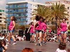 Da de la Danza (111) (calafellvalo) Tags: ballet girl youth dance fiesta child dancers danza folklore calafell tnzer nios tanz sitges baile flamenco garraf tanzen danser alegra roco juventud espectaculo danseurs costadorada calafellvalo rocieras esbarts danzadansabaileflamencoballetarmoniaolddancedancingbailarinas tanzmisik