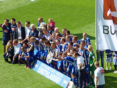 Teamfoto mit Dame (Dan blue and white) Tags: fokussiert hohequalitt