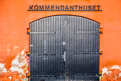 Kommendanthuset (Mabry Campbell) Tags: street door city orange wall canon photography 50mm photo skne europe doors sweden photograph 100 sverige february scandinavia campbell malm f28 malmo 2012 mabry prange skane ef50mmf14usm arriage kommendanthuset canoneos5dmarkii sec mabrycampbell february252012 mabrycampbellcom 201202252074
