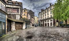 Rouen : Place Barthélémy (Roberto Defilippi) Tags: france rouen francia hdr rodeos 2013 niksoftware photoshopcs6 photomatixpro42 robertodefilippi