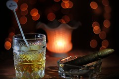 Whisky & Julieta (p3nko) Tags: canon 50mm bokeh cigar romeo whisky julieta tabaco habano buchanans romeojulieta bokehlicius